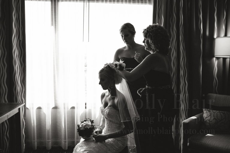 downtown-seattle-wedding-getting-ready--molly-blair-photographer